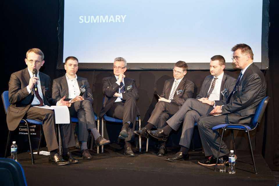 Od lewej: Piotr Skirski - Cisco Poland, Krzysztof Mazepa - Cisco Poland, Marek Hołoga - Wavin-Arot, Jerzy Buchta - gabocom, Damian Ejsymont - Corning, Piotr Saczuk - Suntech / fot. Quality Studio