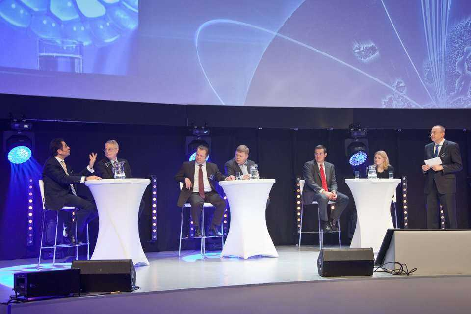 Od lewej: Od lewej: dr Karim Taga - Arthur D. Little, dr Timothy F. Murray - OFS, Gustav Grundin - O2 CZ, Maciej Witucki - Orange Polska, Federico Guillen - Alcatel-Lucent, Anne Berit Rorlien - Viken Fibre / fot.