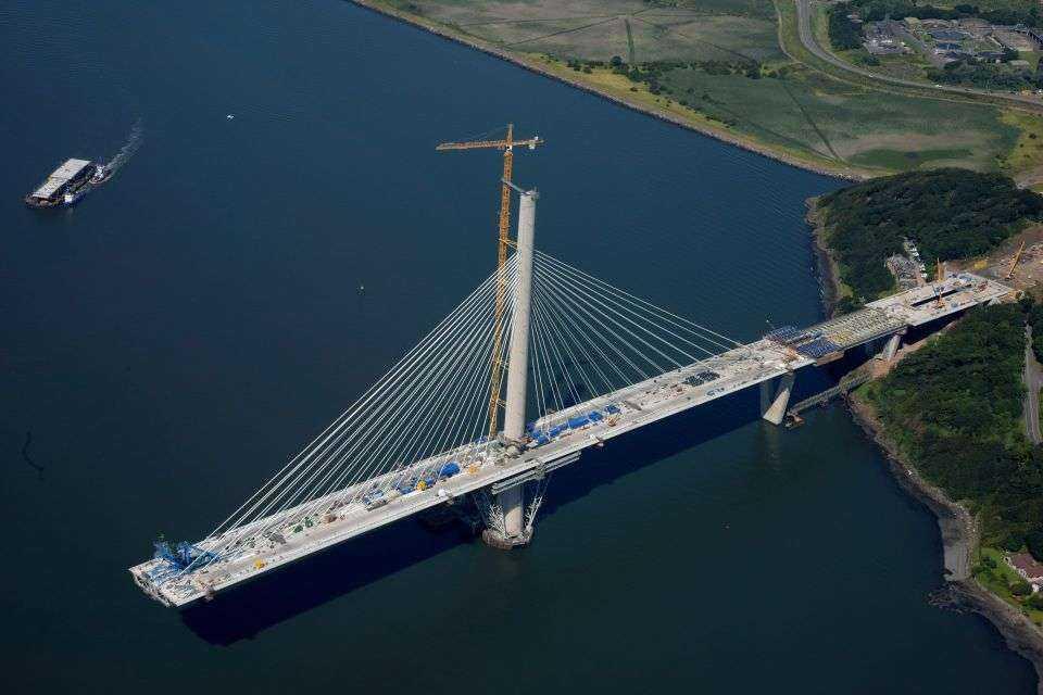 Najdłuższy most z trzema pylonami na świecie
