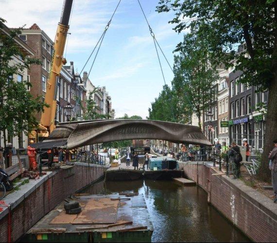 Instalacja stalowego mostu 3D opóźniona o dwa lata