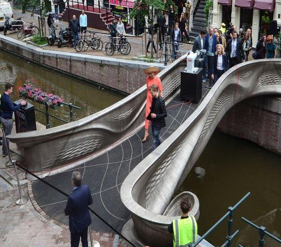 Otwarto pierwszy na świecie stalowy most 3D