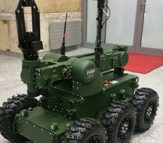 Robot-antyterrorysta na lotnisku w Balicach