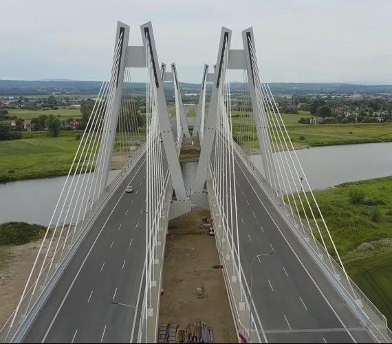 3300 km dróg do 2025 r. Jakie nowe drogi ekspresowe powstaną w Polsce?