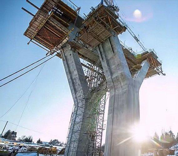 Tak wygląda budowa ponad 900-metrowego obiektu inżynierskiego w ciągu nowej Zakopianki