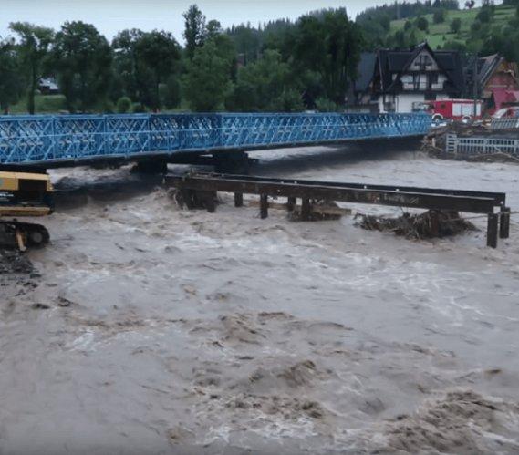 Obfite deszcze: most w Białym Dunajcu był zagrożony