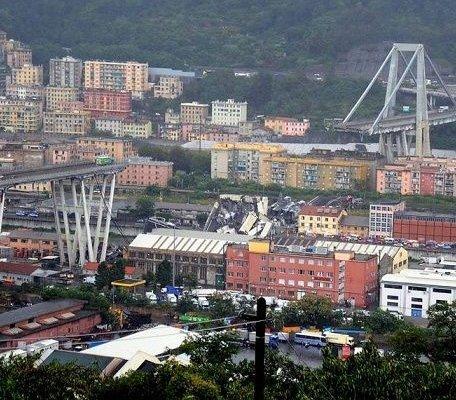 Rozbiórka wiaduktu w Genui [FILM]