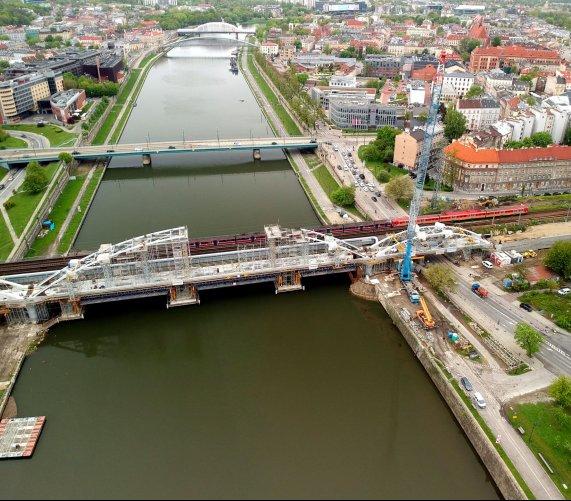 Z Płaszowa do Krakowa 100 km/godz.? PKP PLK budują most