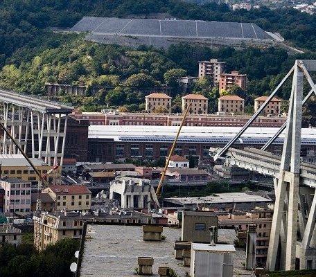Wysadzono filary zawalonego mostu w Genui