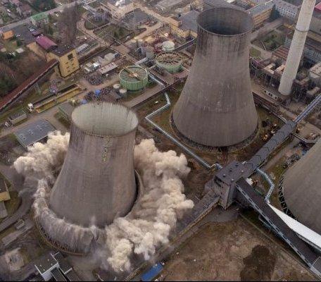 Elektrownia Łagisza: tak sprzątano teren po rozbiórce chłodni kominowych