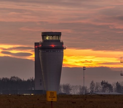 Lotnisko Katowice: ruszyło uruchamianie nowej wieży