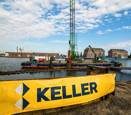 Wbijanie ścianki szczelnej  przez Keller Polska w ramach rozbudowy Nabrzeża Wisłoujście w Porcie Gdańsk