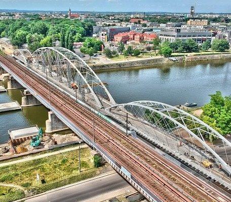 Kraków: budowa kładki przy nowym moście kolejowym