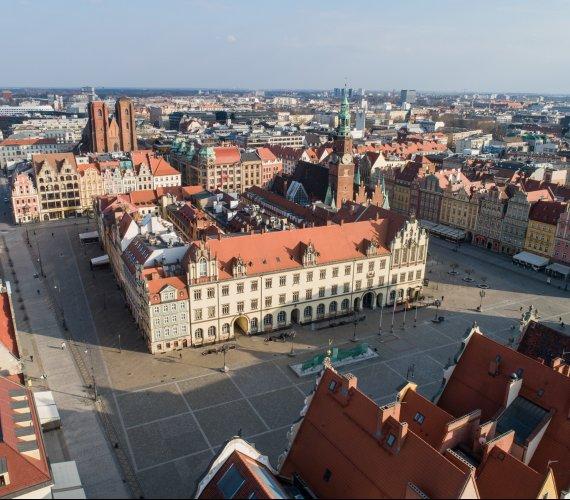 Epidemia we Wrocławiu: czy zakaz wychodzenia z domów był potrzebny?