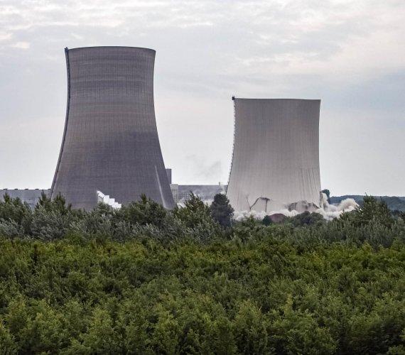 Wyburzenie chłodni kominowych elektrowni atomowej w Niemczech