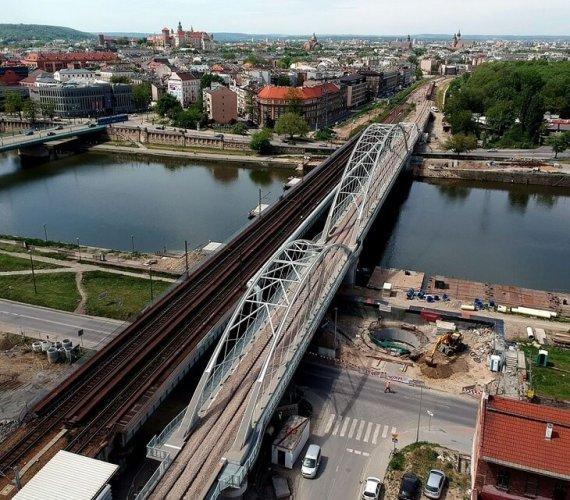 Jak budowany był nowy most kolejowy nad Wisłą w Krakowie?