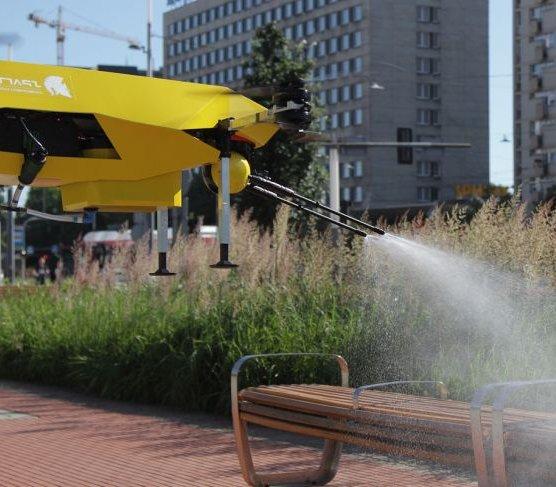 Nalot na koronawirusa. Rynek w Katowicach zdezynfekował dronoid
