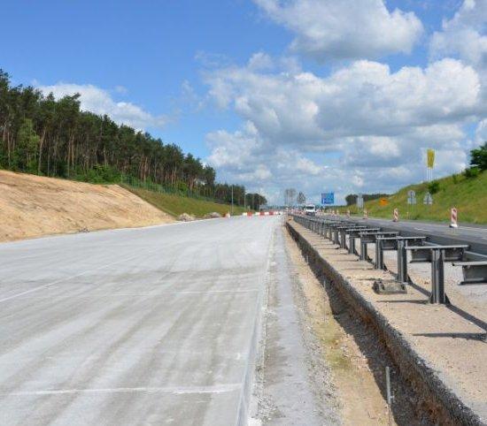 Jak betonuje się jezdnie autostrady A1?