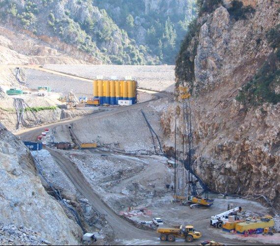 Prace wiertnicze na budowie ogromnej zapory w Libanie