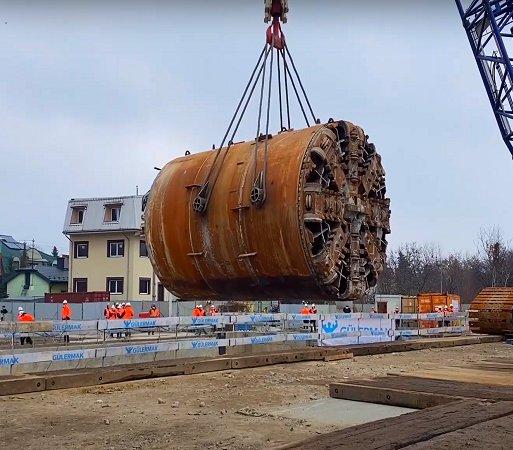 Zobacz, jak wydobywa się na powierzchnię maszynę TBM