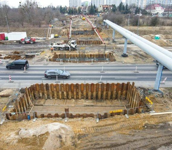 Poznań: roboty fundamentowe na budowie wiaduktu